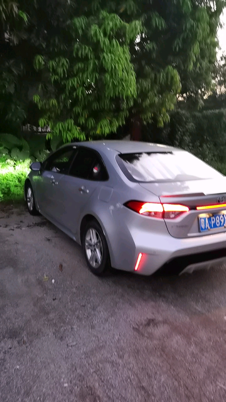 把车洗得干干净净,明天要做婚车!!